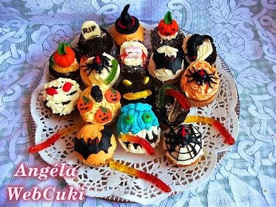 halloweeni muffinok tálalva