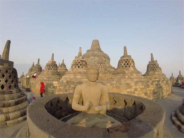 Templo Borobudur na Indonésia, Borobudur com Crianças