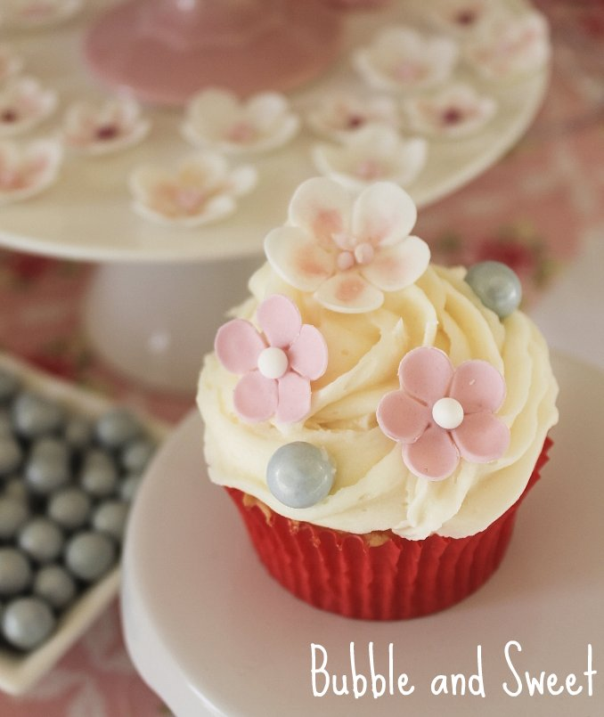 Cake Decoration Ideas With Sweets : Bubble and Sweet: How to Host a Cupcake Decorating ...