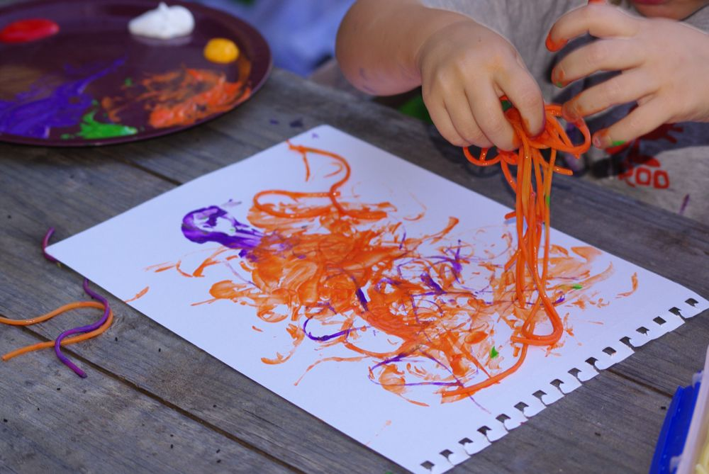 Kraftyguts kids craft idea spaghetti painting for Painting craft projects