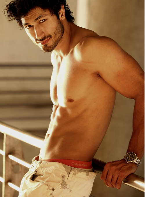 Shirtless Bollywood Men Vidyut Jamwal