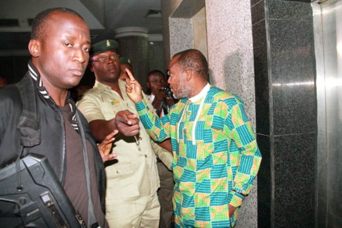 """Drama In Court: Nnamdi Kanu Chants """"Biafra Or Death!, Biafra Must Stand!"""" As Prison Official Handcuffs Him (Photo, Video)"""