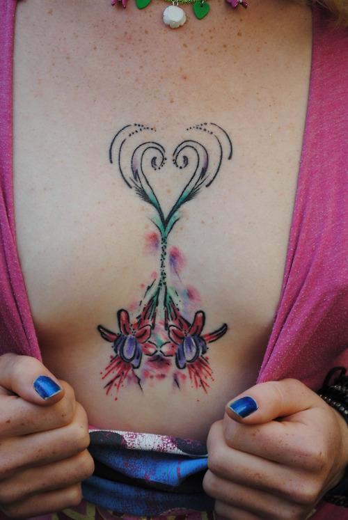 sexy woman tattoo, Chest tattoos, Girl Tattoo, girls tattoo, γυναίκες τατουάζ, τατουάζ γυναίκα,