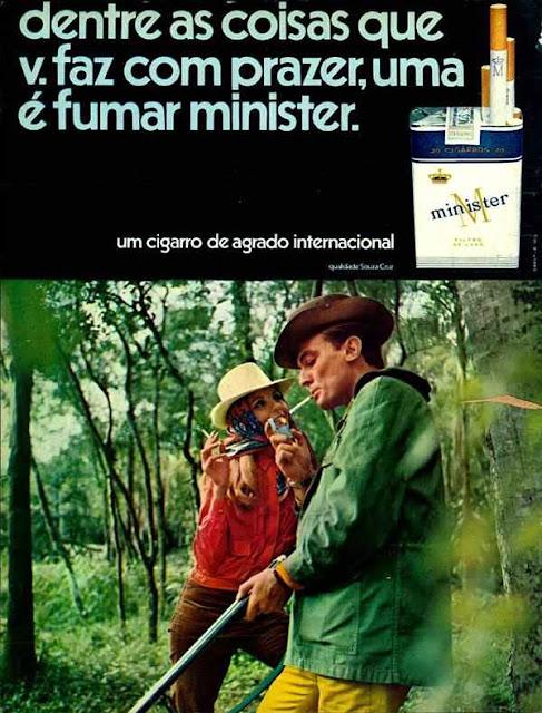 Propaganda antiga dos Cigarros Minister onde apresentavam os prazeres do homem: caça, mulher e cigarro.