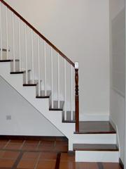son escaleras que combinan tramos rectos con curvos pero sin que exista un cambio brusco en el diseo y para ello se realiza una compensacin del tramo