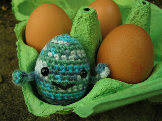 easter gifts: little eggie amigurumi pattern