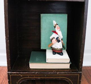 decorated holiday bookshelf 3