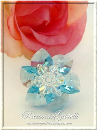 Anello a fiore con cuori e bicono swarovski