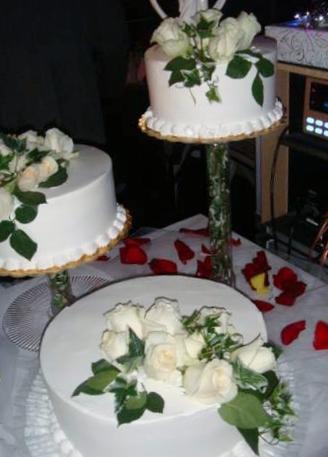 Big Bettie cakes: Wedding Cake with Fresh Flowers