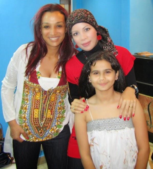 مع الفنانة صفاء جلال والفنانة منة عرفة - كواليس تصوير برنامج بيوتى شو عام 2010