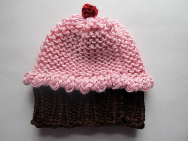 Knitted Cupcake Hat Pattern : This Mama Knits: Cupcake Hat Pattern