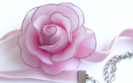 Rosas de pantimedias de nylon recicladas
