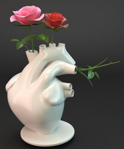 Hjerte-formet vase til roser i blodårerne