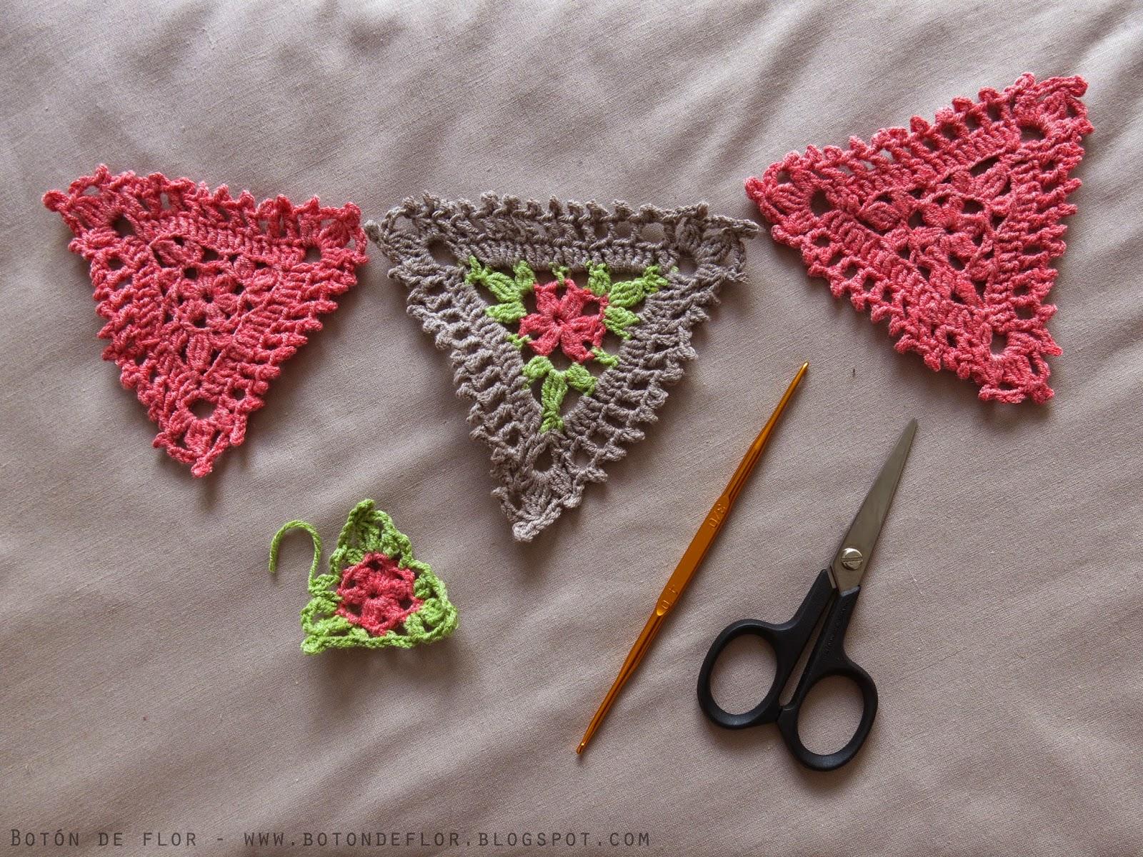 Botón de Flor   En venta  Guirnalda tejida a crochet con flores rosadas 7be0e3a3336