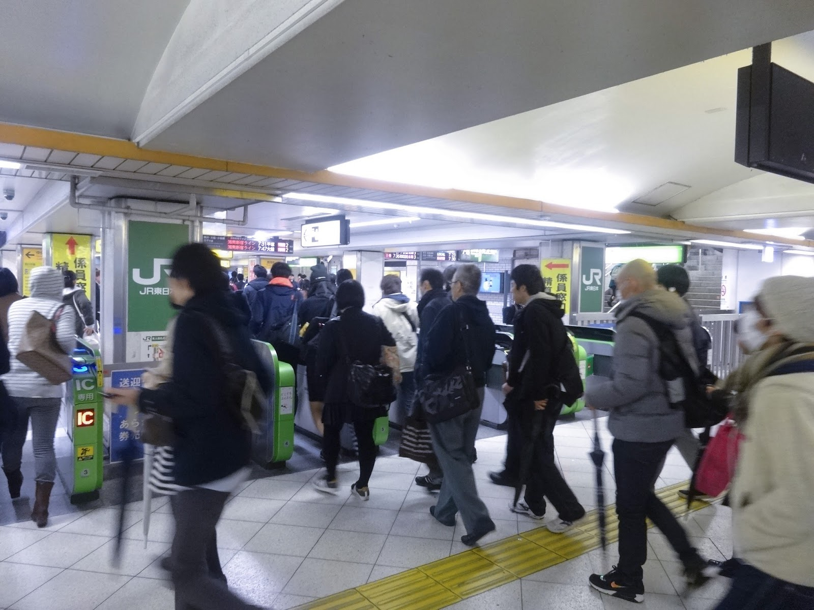 群衆,改札,池袋駅〈著作権フリー画像〉Free Stock Photos