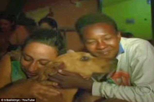 Junkyard Dog Generously Shares Food With Her Animal Friends Every Night