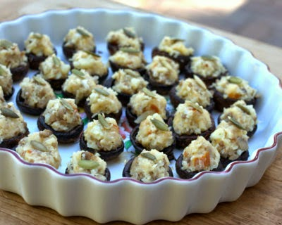 Stuffed Mushrooms with Cauliflower & Smoked Gouda, roasted first, then stuffed with a low-cal, gluten-free rich-tasting filling. For Weight Watchers, two mushrooms add up to #PP1. #LowCarb #KitchenParade