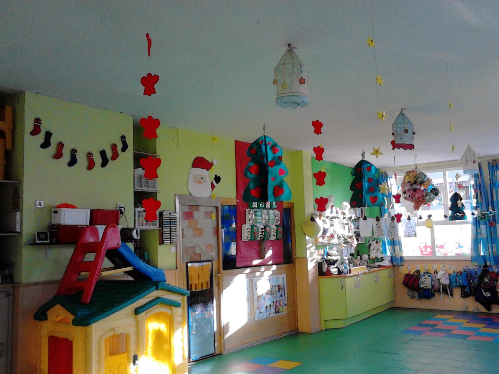 Escuela infantil pis pas decoraci n navide a for Puertas decoradas para guarderia