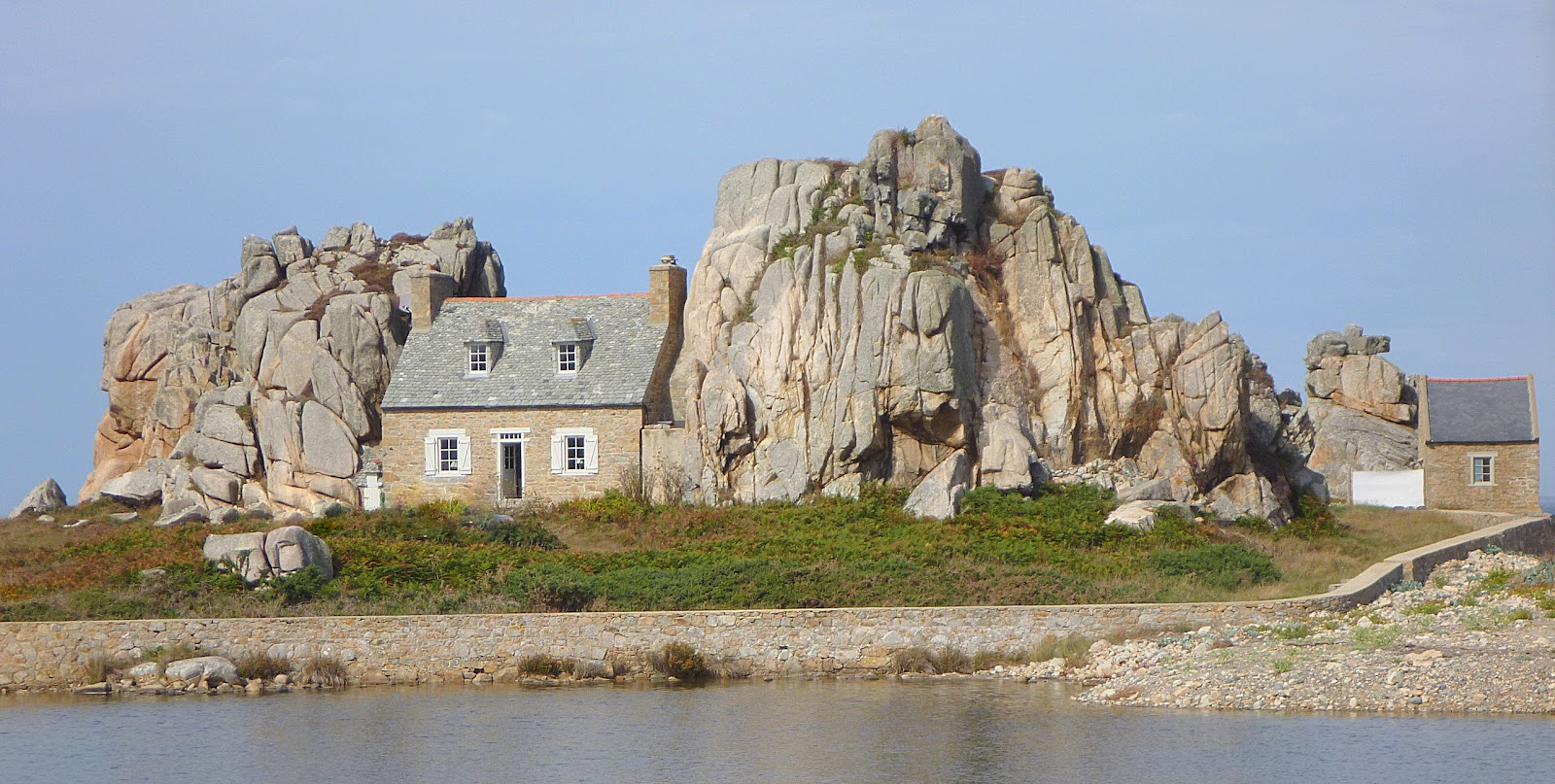 Histoires de voir bretagne nord le tr gor et la corniche bretonne 18 sept - Maison entre les rochers ...