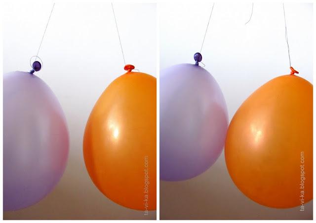 притяжение и отталкивание электрически заряженных шариков
