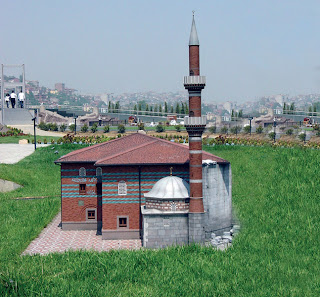 أهم الأماكن السياحية في اسطنبول مع الصور hacibayramcamii.jpg