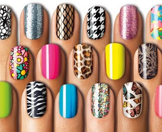 diversos modelos de adesivos para as unhas