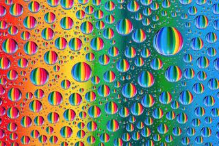 gotas de agua con el arcoiris