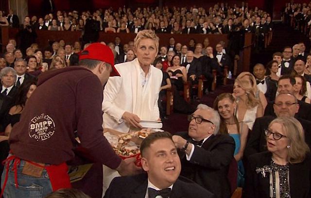 famosos en fiesta de pizza en los premios Óscar Martin Scorsese Ellen DeGeneres