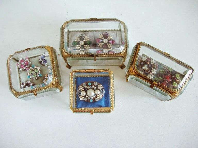 vintage style jewelry crystal brooch