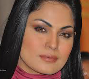 Bombshell, Veena Malik, Zindagi 50 50, bold photoshoot