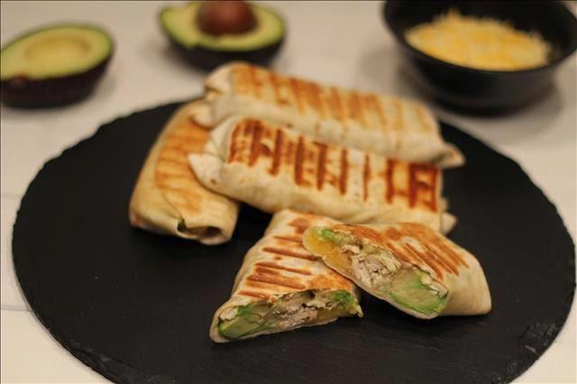 Cocina facil y elaborada tortilla de trigo rellena de for Cenas frias ligeras