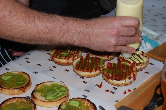 London Burger Bash - Elliot's Burger condiments