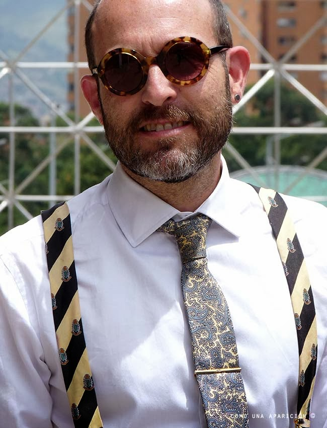 fashion-men street-style-sunglasses-white-shirt-paisley-tie-yellow-black-braces-tie-pin-como-una-aparición