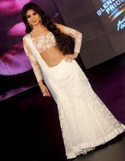 Priyanka-Chopra-Ghagra-Choli-navel