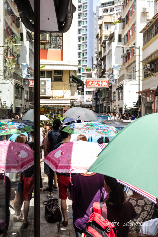 Queue at Kau Kee Restaurant in Central, Hong Kong | Svelte Salivations