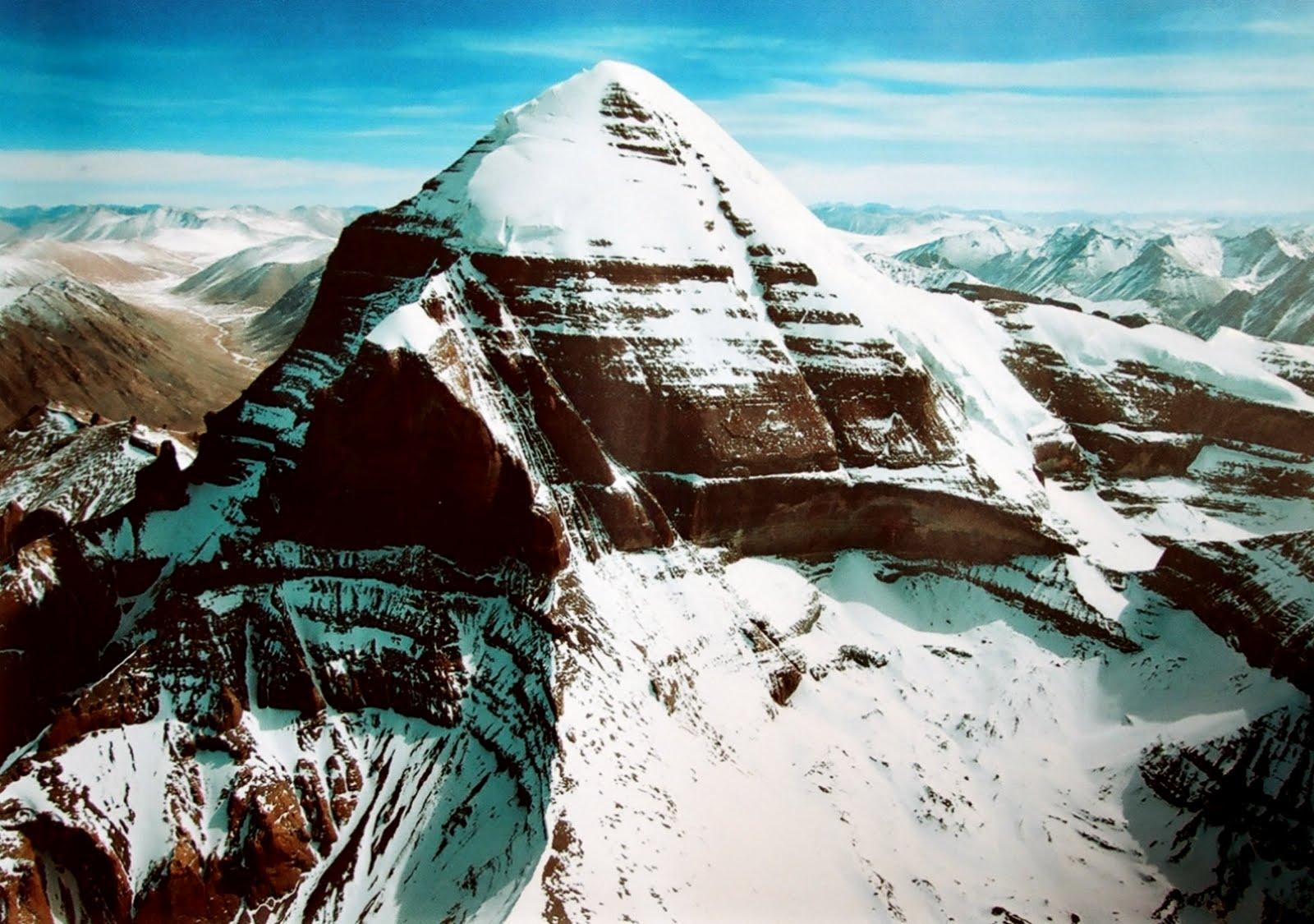 Příběhy tibetských mnichů potvrzují, že tato hora Kailas je ve skutečnosti pyramida s tajným vstupem do bájné Šambaly