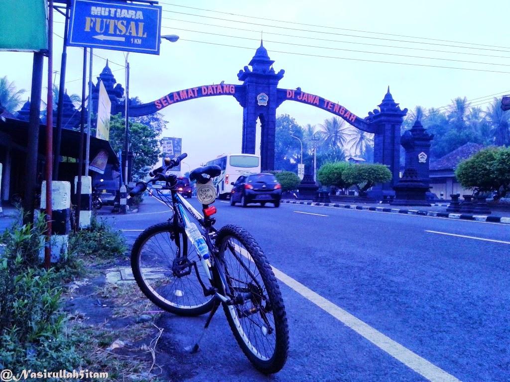 Jembatan perbatasan, Gapura Selamat datang di Jateng, dan Gapuran masuk Magelang