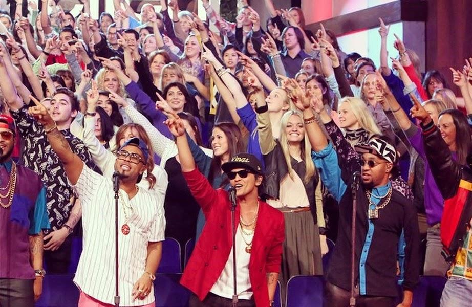Mark Ronson & Bruno Mars cantano 'Uptown Funk' dal vivo