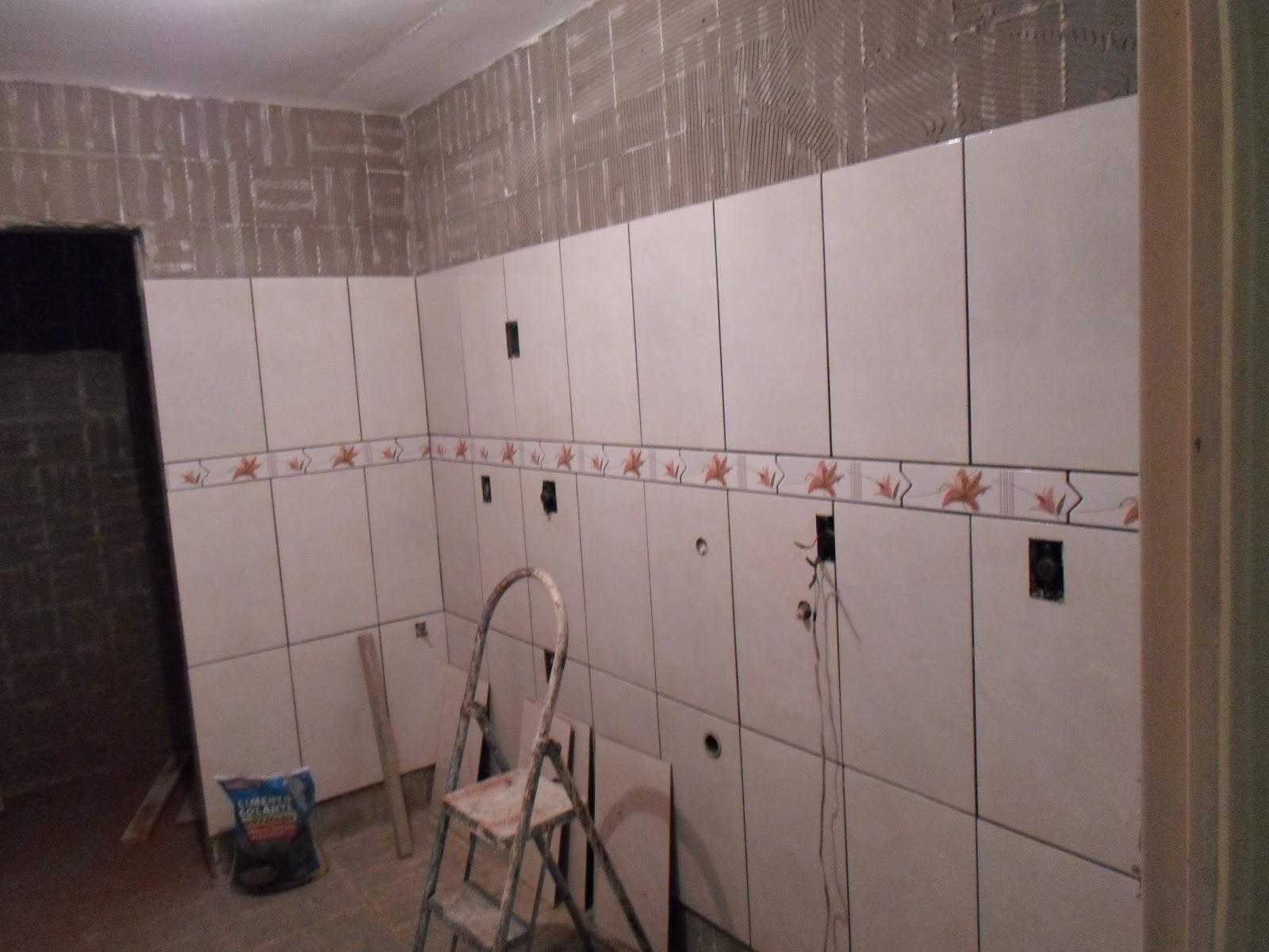 Amor em decoração: Colocação dos azulejos na cozinha e banheiro #624C42 1600x1200 Azulejos Para Banheiro Com Pastilhas Fotos