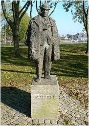Statue of Maigret in Delfzijl (Holland)