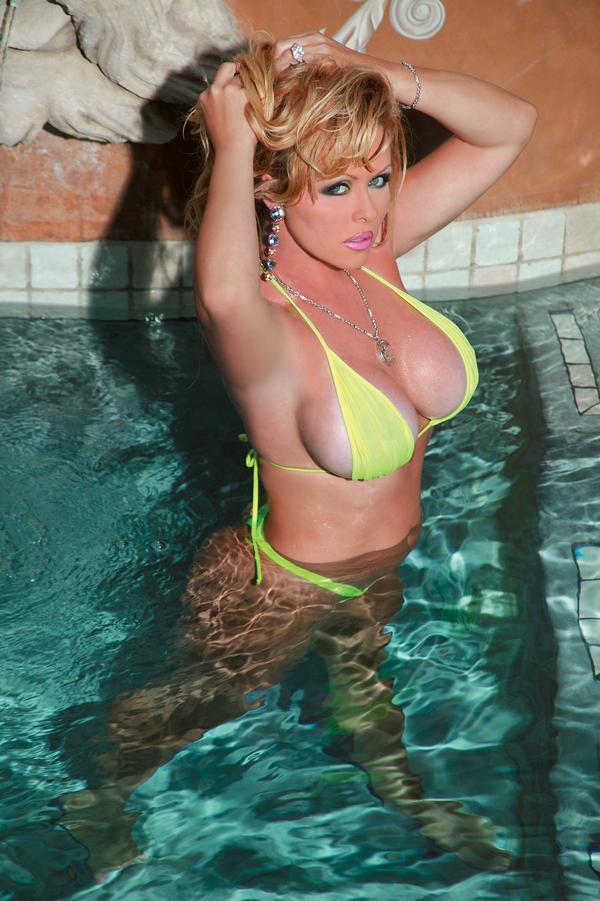 Nude Celebs Dyanna Lauren Nude & Sexy Reviews on