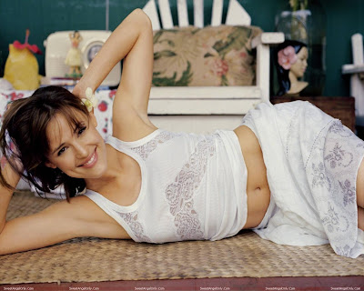 jennifer_garner_hot_wallpaper_in_bikini_sweetangelonly.com