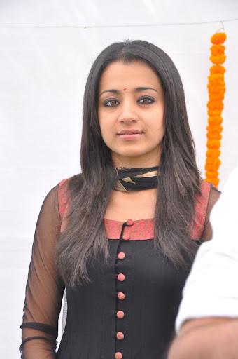 Trisha tight kameez salwar girl!