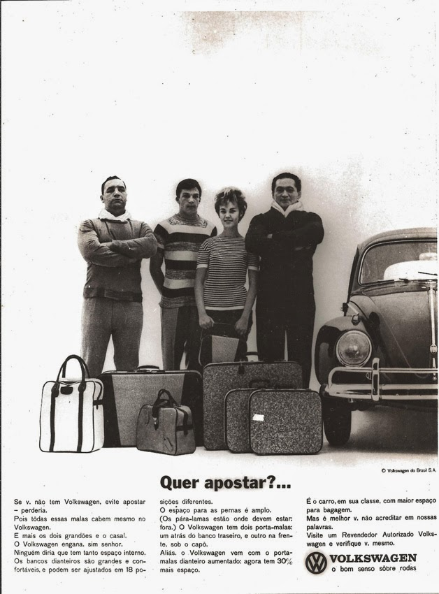 Propaganda do Fusca (Volkswagen) nos anos 60 que promovem o espaço interno e bagageiro do automóvel.