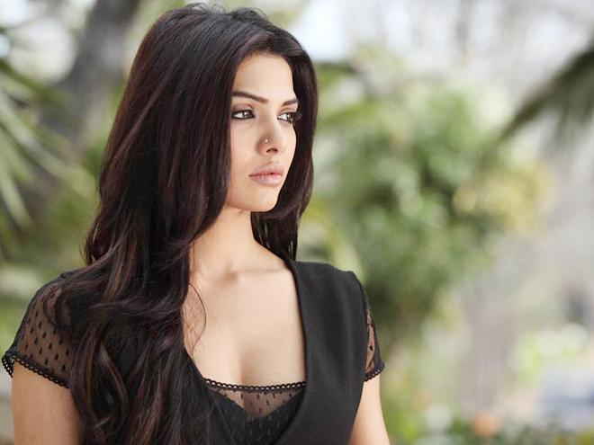 Sara Loren (Mona Lizza) HD Wallpapers Free Download
