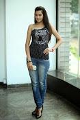 Diksha Panth Glamorous photos-thumbnail-20