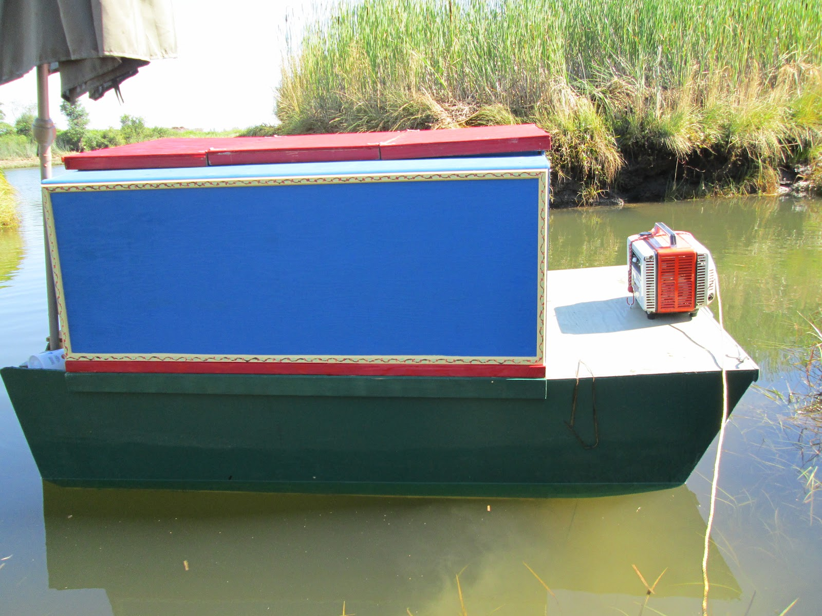 Relaxshacks com  Bryan Lowes New Micro Shantyboat or English