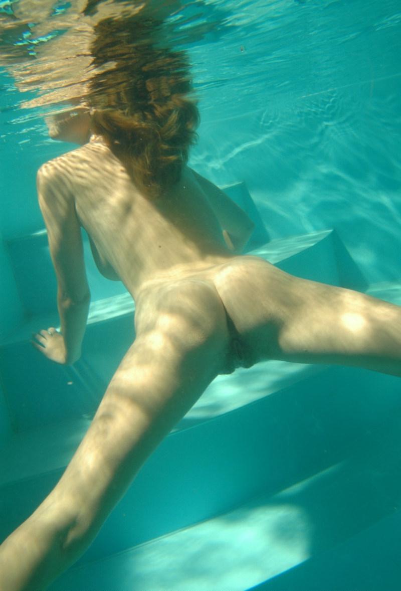 Смотреть плавающая обнаженной swimming naked 12 фотография