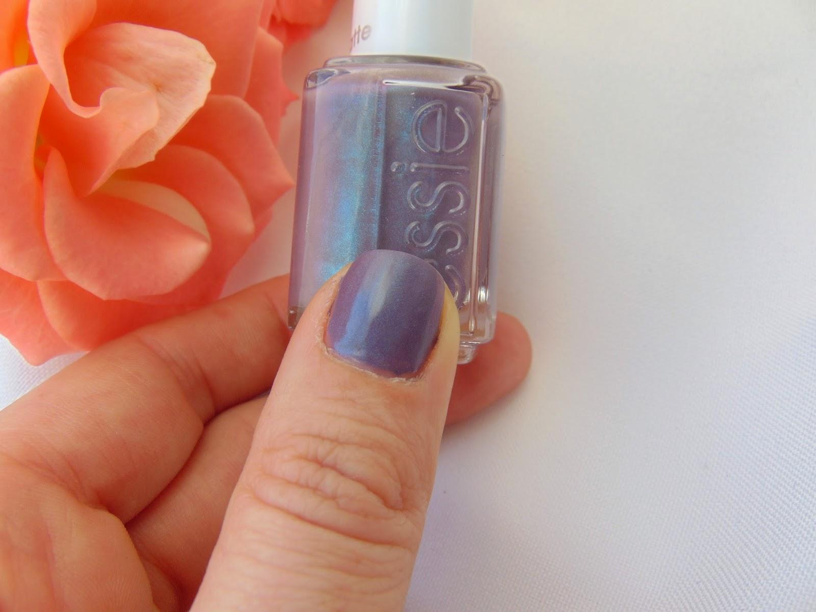 Essie Coat Couture - Tragebild - www.annitschkasblog.de