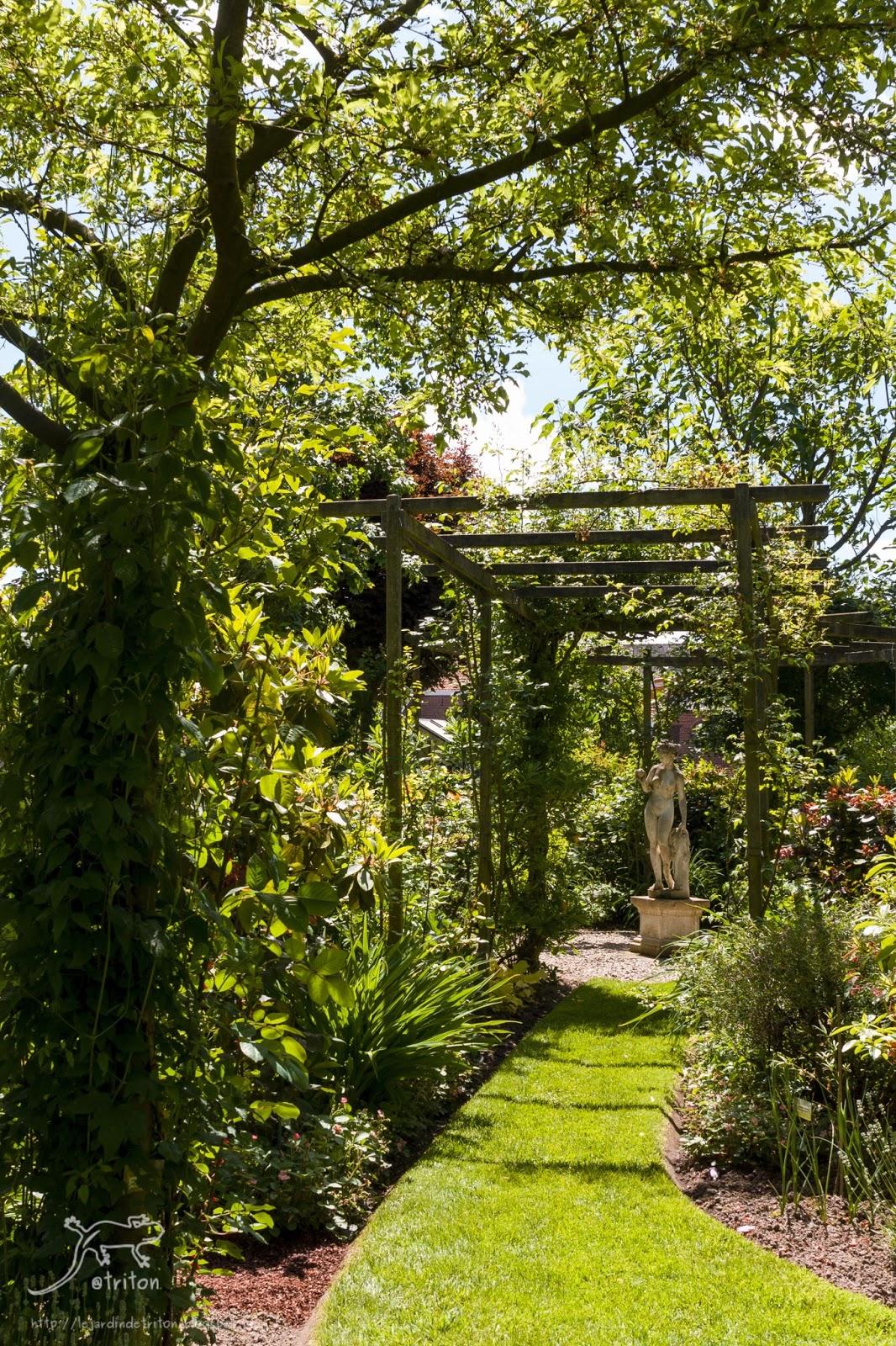 Le jardin de triton visite du jardin les aiguillons en for Jardin a visiter 78